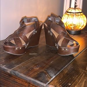 Wedge crisscross sandals with gold studs